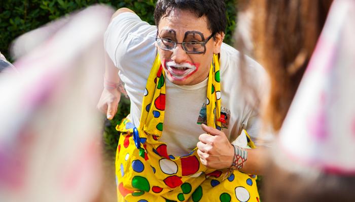 Animateur-Anniversaire-à-domicile clown-à-la-maison